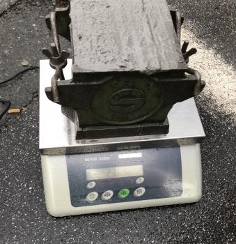 Zur Abschirmung von Strahlentherapieräumen im NCT dient Strahlenschutzbeton. Mit der schweren Gesteinskörnung Magnetit erreicht er die geforderte Festbetonrohdichte von 3,2 t/m³.