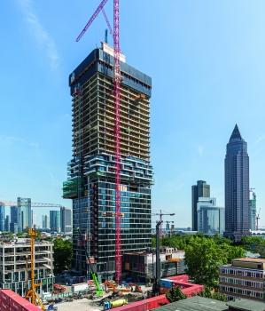 Spektakuläre Ausblicke auf Frankfurt und den Taunus: Das 145 m hohe One Forty West bietet seit Mitte 2020 einen Mix aus Hotel, Gastronomie und Wohnen – sowie spektakuläre Ausblicke auf die Frankfurter Skyline und den Taunus.