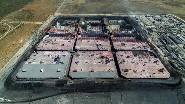 24 Fußballfelder groß, 17 m hoch, Raum für insgesamt 13,2 Mio. Barell Öl: Im südafrikanischen Saldanha Bay entstand ein riesiges Tanklager.