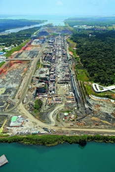 Gatún Locks : The Gatun lock facility on the Atlantic coastline features three sections formed one after the other – each of them is 403 m long and 55 m wide