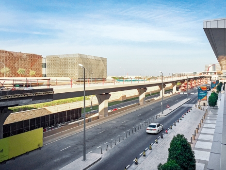 The 915 m long viaduct of the People Mover System will accommodate two parallel lanes and two stations.