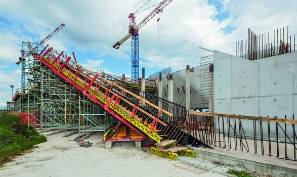 Wall formwork and modular scaffolding demonstrated adaptability also for the very challenging architectural concrete components. : Wall formwork and modular scaffolding demonstrated adaptability also for the very challenging architectural concrete components.