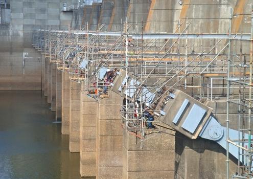 Beim West Point-Damm und dem Robert F. Henry-Staudamm testeten Ingenieure insgesamt 216 Spannglieder.  : Beim West Point-Damm und dem Robert F. Henry-Staudamm testeten Ingenieure insgesamt 216 Spannglieder.