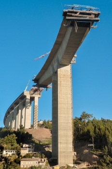 The unfinished Rio Ceira Bridge with clearly visible vertical plane curvature.