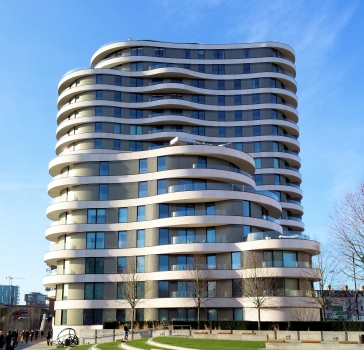 Riverwalk features two organically shaped buildings of 7 and 17 storeys.