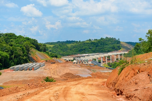 Many bridges and viaducts are needed for the São Paulo Metropolitan Ring Road.