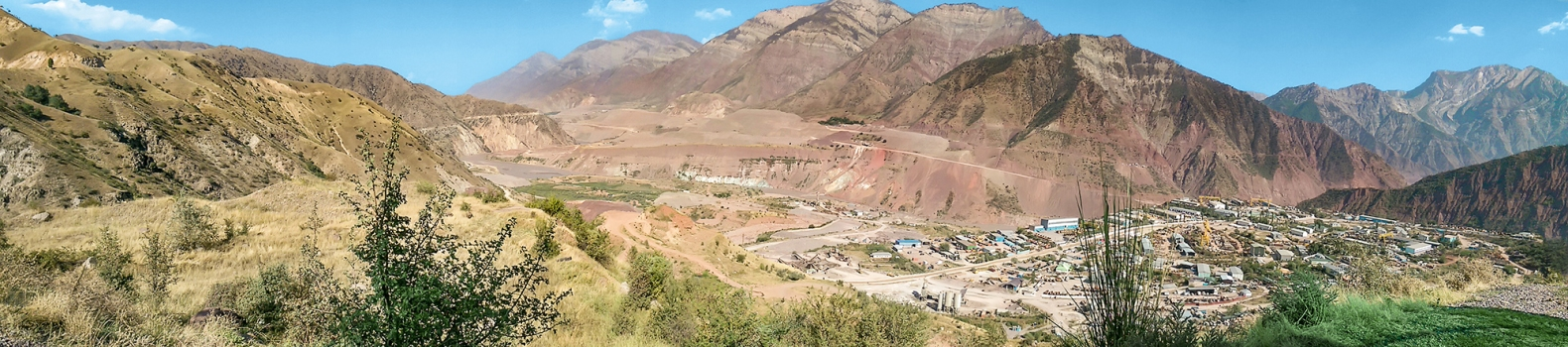 Downstream panorama: after the opening of the Rogun Dam, the site equipment will be completely under water.