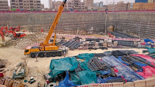 A deep, completely impermeable pit was required for the new Qasr Al Hokom Station.