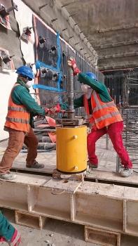 In der Bodenplatte der Station wurden zur Auftriebssicherung 997 Mikropfähle mit doppeltem Korrosionsschutz installiert.