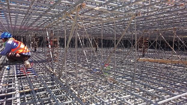 In der Bodenplatte der Station wurden zur Auftriebssicherung 997 Mikropfähle mit doppeltem Korrosionsschutz installiert.  : In der Bodenplatte der Station wurden zur Auftriebssicherung 997 Mikropfähle mit doppeltem Korrosionsschutz installiert.