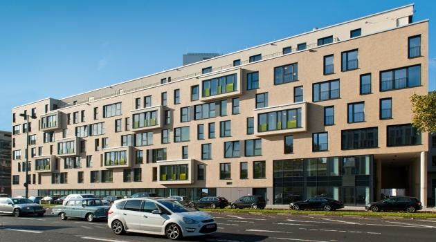 55 Frames erfüllt Wohnansprüche auf verschiedenen Ebenen und mit unterschiedlichen Formaten: vom Penthouse über eine Vielzahl individuell geschnittener Wohnungen bis hin zu Townhouse- und Gartenwohnungen im Erdgeschoss.