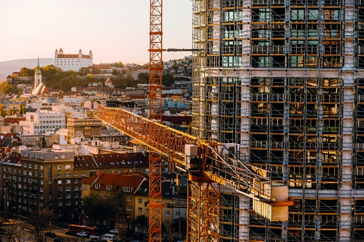 On account of the high axial forces, a combination of different scaffold systems was the optimal solution for erecting the façade.  : On account of the high axial forces, a combination of different scaffold systems was the optimal solution for erecting the façade.