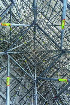The PERI UP Modular Scaffold is extremely flexible due to its metric grid dimensions of 25 or 50 cm. Each leg is positioned to exactly match the geometry and to accommodate the loads to be transferred