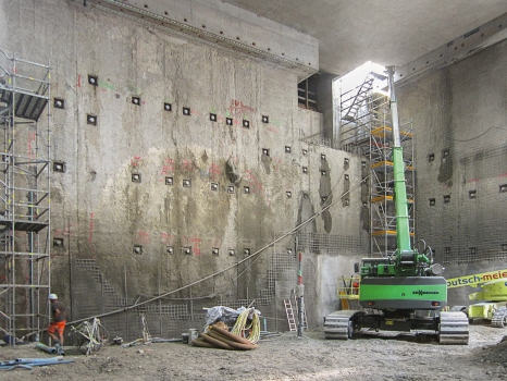 Before constructing the city tunnel in Karlsruhe, impermeable excavation enclosures had to be built in several sections due to the high ground water levels.