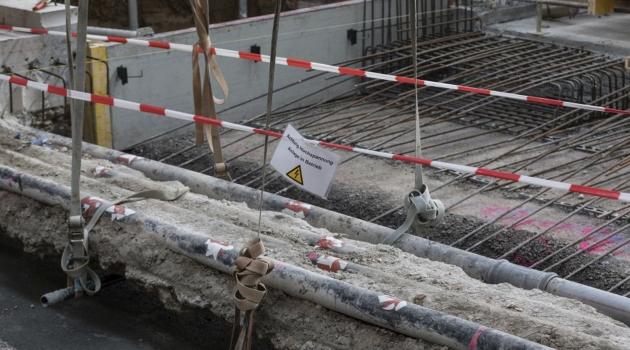 Für die Betonarbeiten wurden die Stark- und Bahnstromleitungen freigelegt.