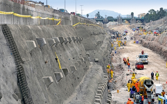 The excavation for the 2 km long tunnel under the Rímac River