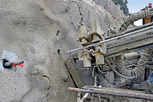 The walls were stabilized using drill anchors