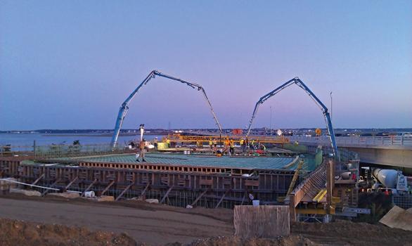 Die mittleren Brückenfelder wurden simultan mit den Kragarmen der Brücke betoniert.