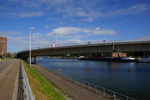 Albert-Kanal-Brücke an der Schleuse Wijnegem