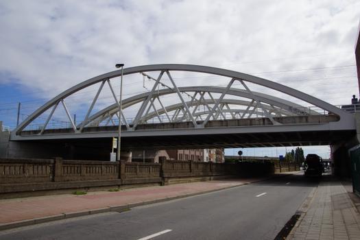 Eisenbahnbrücke über die IJzerlaan