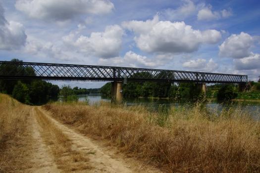Garonnebrücke Castets-en-Dorthe