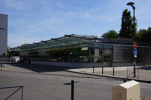 Empalot Metro Station