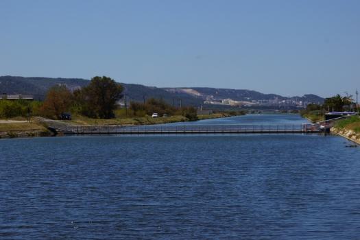 Passerelle de la base d'aviron de Marignane