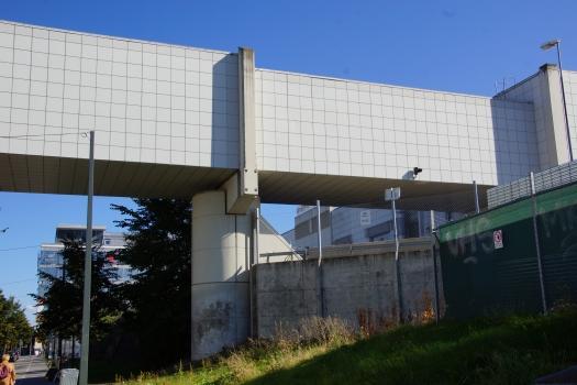 Passerelle industrielle sur la Hammarby allé