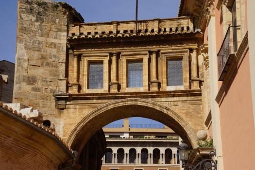 Verbindungsbrücke zur Kathedrale von Valencia