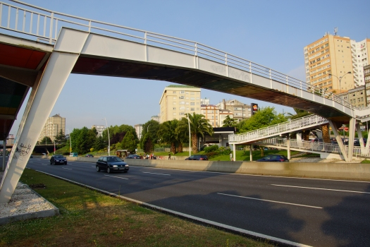 Passerelle sur l'Avenida Alfonso Molina