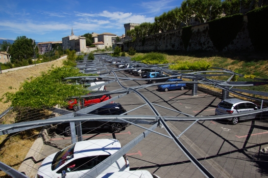 Pergola über den Coulée Verte-Parkplatz