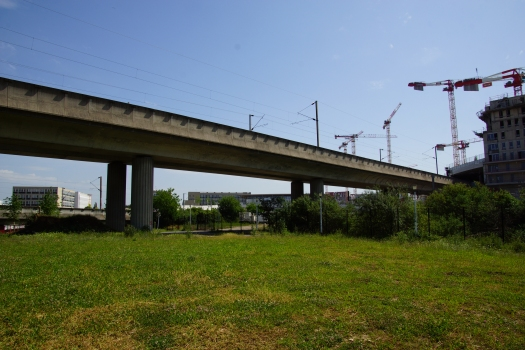 RER A - Bridge crossing over the branch to Saint-Germain-en-Laye south of the station Nanterre-Université and carrying the branch towards Cergy : RER A - Bridge crossing over the branch to Saint-Germain-en-Laye south of the station Nanterre-Université and carrying the branch towards Cergy