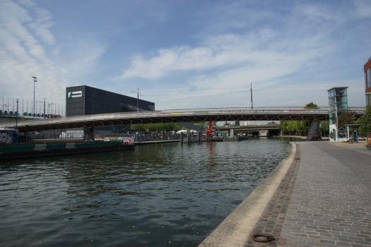 Pont-tramway sur le Canal de l'Ourcq