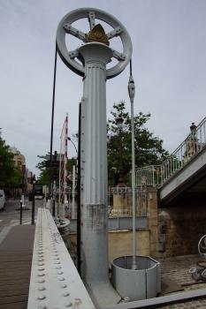 Pont-levant de la rue de Crimée