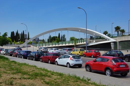 Bogenbrücke zum Einkaufszentrum Sanchinarro