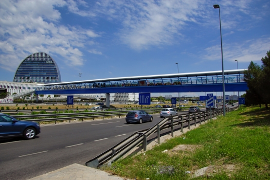 Fußgängerbrücke über die A-1
