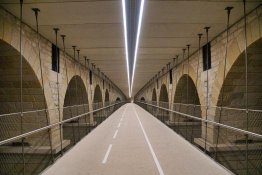 Geh- und Radwegbrücke unter der Adolphe-Brücke