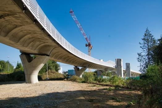 Hochbahnbrücke der Linie B der Metro von Rennes