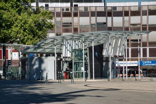 Metrobahnhof Charles de Gaulle