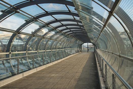 Elbbrücke Station Skywalk