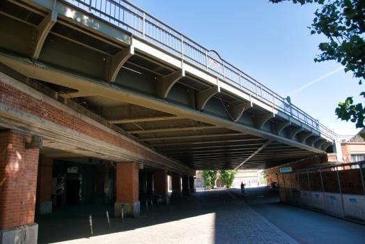 Passage supérieur du métro sur la Rudolfstrasse