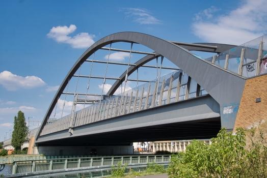 Autobahnbrücke über den Britzer Verbindungskanal