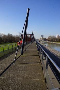Parc de la Villette Elevated Footpath