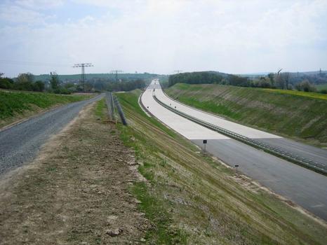 Landschaftsbrücke Meuschaer Höhe, Autobahn Richtung Südosten