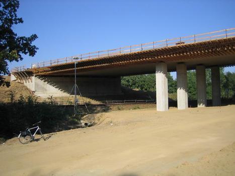Brücke der S177 über die Bahnstrecke Dresden-Görlitz