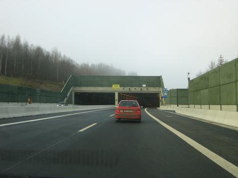 Der Landschaftstunnel Harte A17 in Fahrtrichtung Dresden