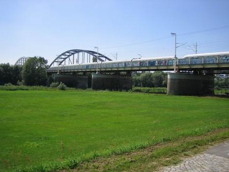Elbebrücke der Bahnstrecke Dresden-Leipzig in Riesa
