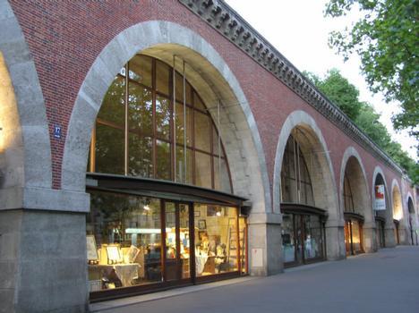 Viaduc des ArtsTransformé en promenade (haut) et magasins (arches)Paris Seine : Viaduc des Arts Transformé en promenade (haut) et magasins (arches) Paris Seine
