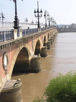Pont de Pierre pont route Bordeaux Gironde
