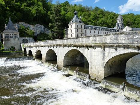 Pont Coudé